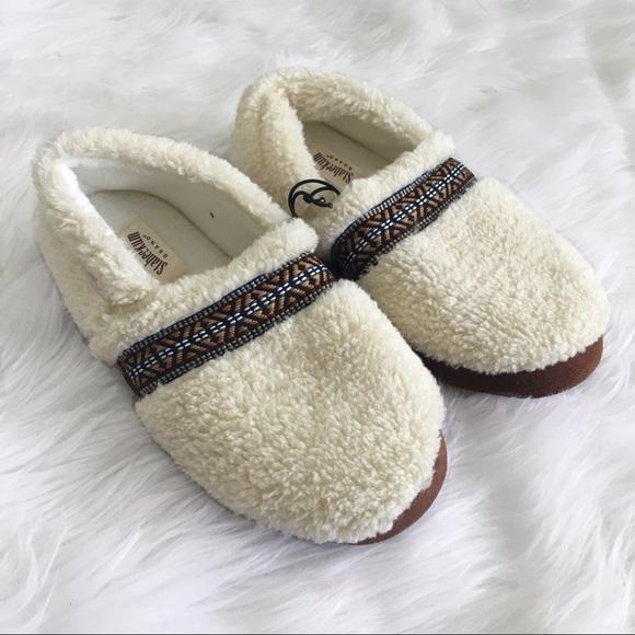 a2f6339c2b1 Staheekum Cream Fuzzy Slippers NWT
